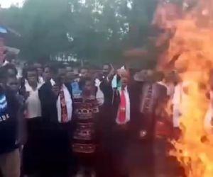 Tak Percaya Corona, Pendeta dan Jemaat 23 Gereja di Papua Bakar Masker