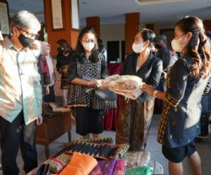 Pasar Kain Wastra Khas Labuan Bajo Diperluas