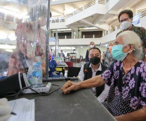 Tinjau Vaksinasi Dosis Kedua di ITS, Wali Kota Eri: Ini Kolaborasi yang Hebat