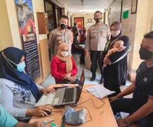 Dorong Kekebalan Komunal, Polsek Krian Gelar Vaksinasi Massal