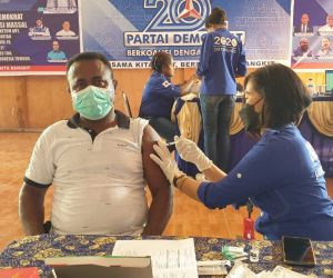 Legislator William Wandik Gelar Serbuan Vaksin Covid-19 di Papua