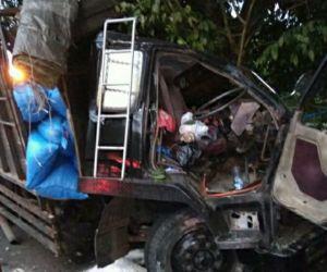 Truk Ringsek Berat di Jalan Panglima Sudirman, Kota Batu