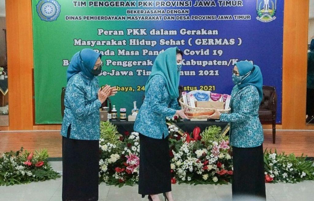 Bumil di Surabaya Dapat Bantuan Sembako dari TP PKK